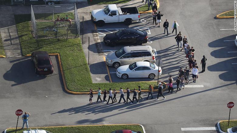 Sources: 4 armed deputies didn't enter school