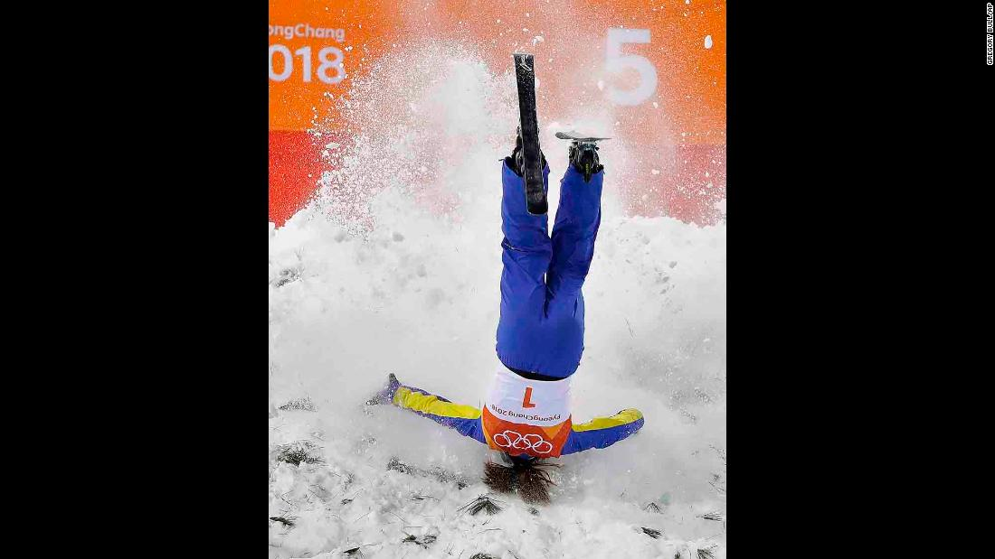 China's Xu Mengtao crashes during the aerials final.