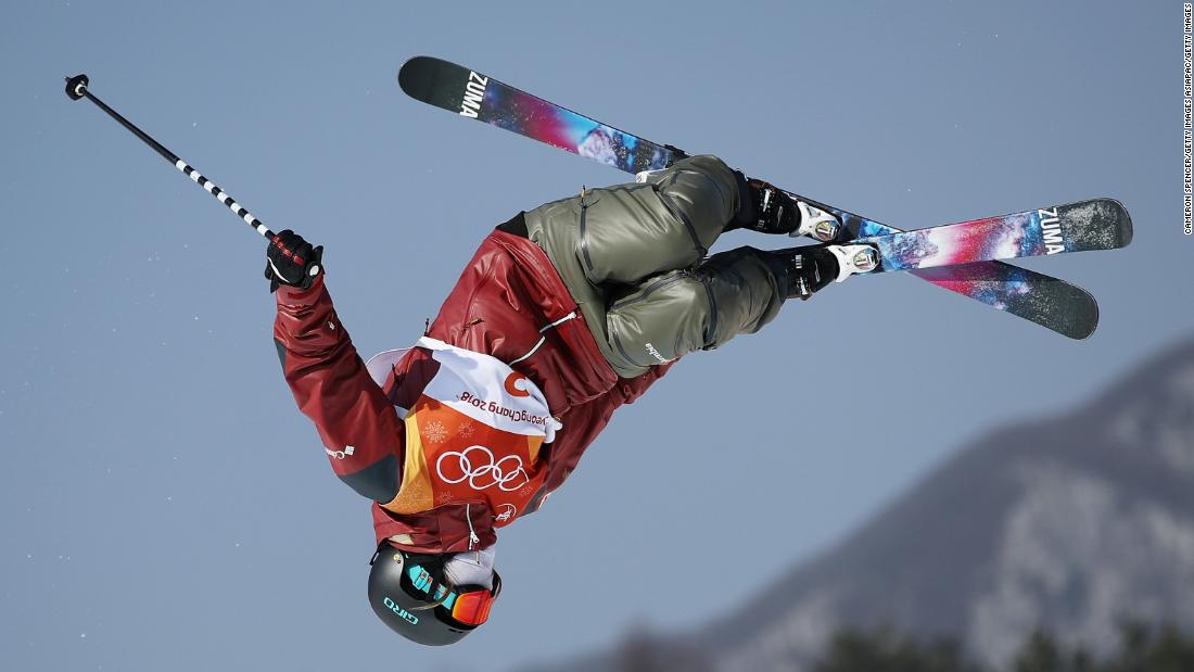 Canadian skier Cassie Sharpe won gold on the halfpipe with a spectacular second run.