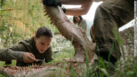 Natalie Portman and Tessa Thompson in 'Annihilation'