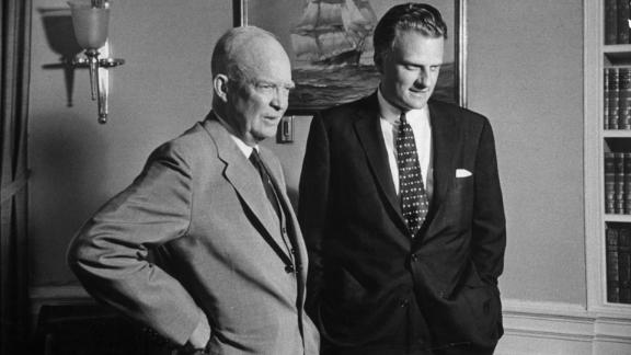 US President Dwight D. Eisenhower visits with Graham at the White House in 1957.