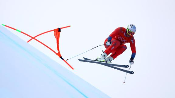 Aksel Lund Svindal of Norway became the oldest Olympic alpine skiing champion at the age of 35. He was also the first from his country to win gold in the downhill event.
