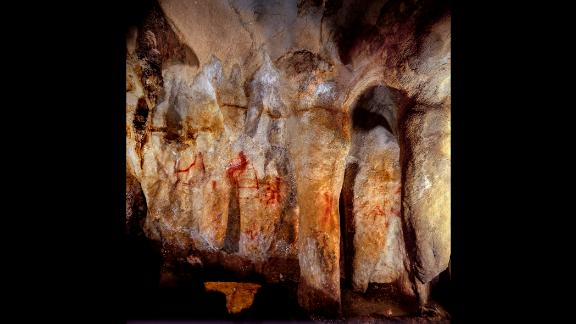 This wall with paintings is in the La Pasiega Cave in Spain. The ladder shape of red horizontal and vertical lines is more than 64,000 years old and was made by Neanderthals.