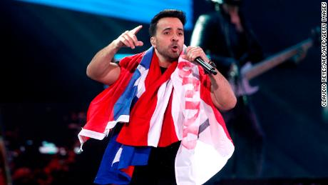 Puerto Rican singer Luis Fonsi performs at the 59th Vina del Mar International Song Festival on February 21, 2018 in Vina del Mar, Chile. / AFP PHOTO / CLAUDIO REYES        (Photo credit should read CLAUDIO REYES/AFP/Getty Images)