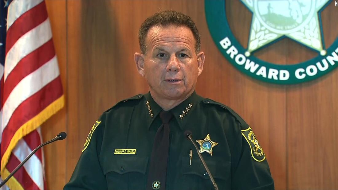 Florida shooting: Bullets flew for 4 minutes as armed deputy waited outside