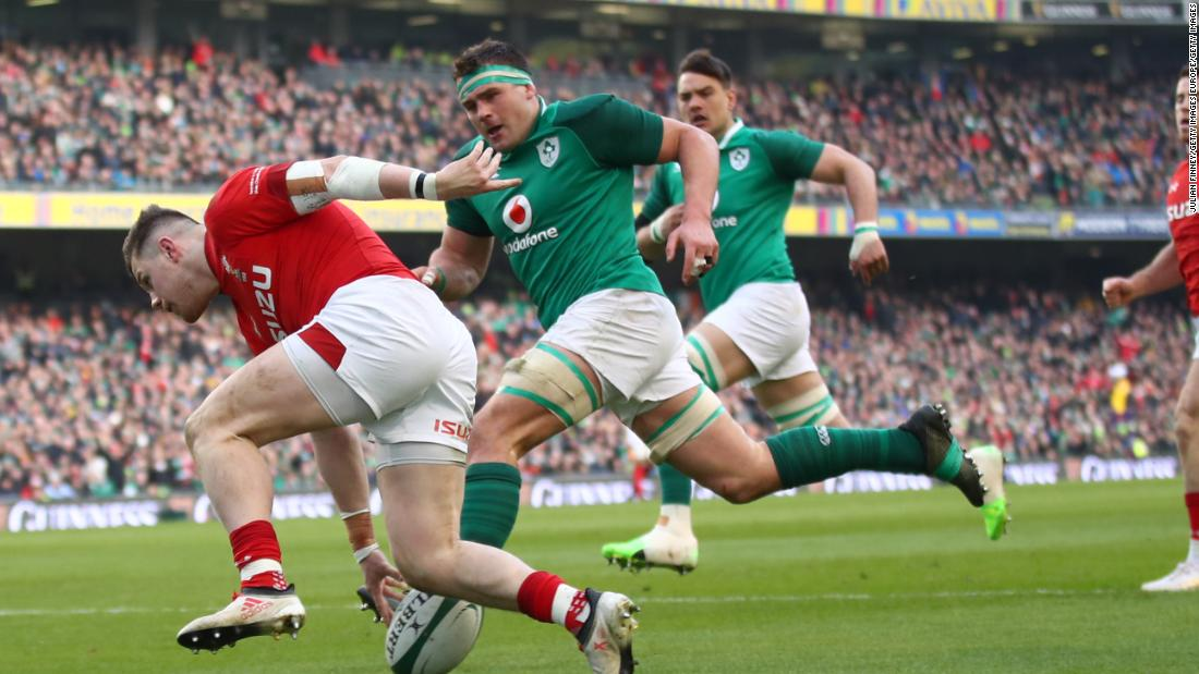 Steff Evans of Wales scores a second half try to put late pressure on Ireland in Dublin.