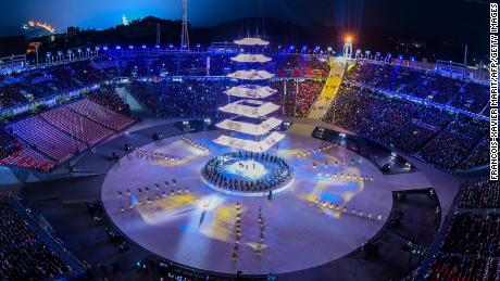 Pyeongchang Olympics end with calls for peace