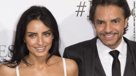 Actor Eugenio Derbez (C) with daughter Aislinn Derbez (L) and wife Alessandra Rosaldo (R) attend the Los Angeles premiere of Miracles From Heaven, March 9, 2016, at the Arclight Cinema in Hollywood, California. / AFP / ROBYN BECK        (Photo credit should read ROBYN BECK/AFP/Getty Images)