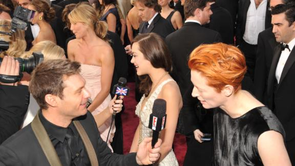 Ryan Seacrest interviews actress Tilda Swinton at the Academy Awards in 2008