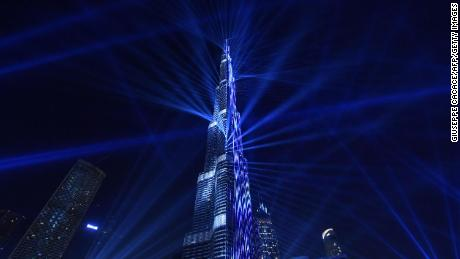 A picture taken on December 31, 2017, shows a laser show at Burj Khalifa, the tallest tower in the world, to mark the New Year's eve celebrations in Dubai.  / AFP PHOTO / Giuseppe CACACE        (Photo credit should read GIUSEPPE CACACE/AFP/Getty Images)