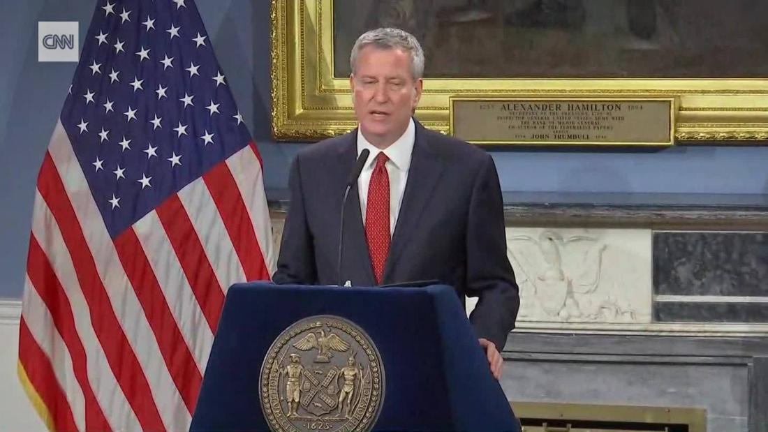 New York Mayor Bill de Blasio will travel to Iowa on Sunday