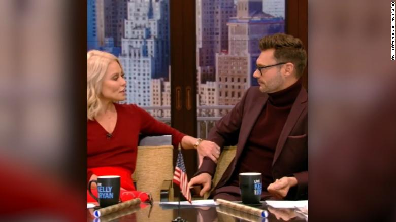 Kelly Ripa stands up for Seacrest on 'Live'
