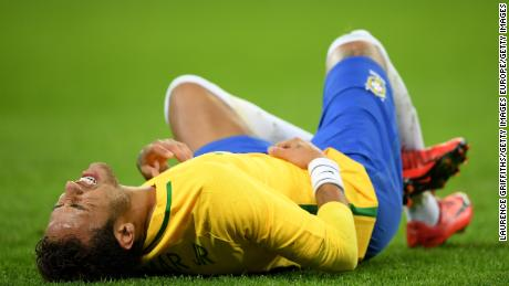 LONDON, ENGLAND - NOVEMBER 14:  Neymar Jr of Brazil goes down injured during the international friendly match between England and Brazil at Wembley Stadium on November 14, 2017 in London, England.  (Photo by Laurence Griffiths/Getty Images)