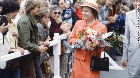 Royal Tour of Australasia by Queen Elizabeth II and Prince Philip, Duke of Edinburgh. They flew out from London to New Zealand where they stayed from the 12th to the 20th October 1981 before gong on to Australia for one day and ending in Sri Lanka from 21st to 25th October. Here Queen Elizabeth II greets enthusiastic crowd members who have gathered to see her. October 1981. (Photo by Mike Maloney/Mirrorpix/Getty Images)