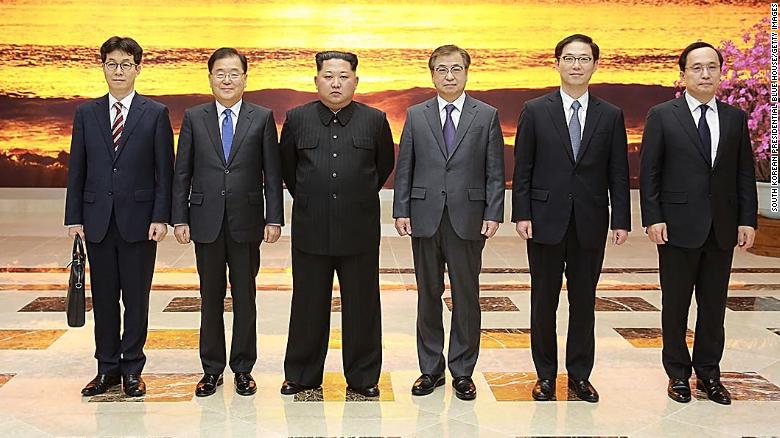 Chung Eui-yong (second left), head of the presidential National Security Office pose with North Korean leader Kim Jong Un on Monday in Pyongyang, North Korea.
