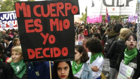 "A woman holds a placard reading in spanish ""My body is mine , I decide"" during a protest demanding the decriminalization of abortion in Buenos Aires on September 29, 2017. / AFP PHOTO / JUAN MABROMATA        (Photo credit should read JUAN MABROMATA/AFP/Getty Images)"