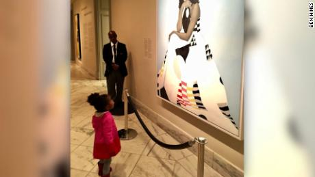NS Slug: MICHELLE OBAMA MEETS GIRL AWESTRUCK BY PORTRAIT (CUTE!)    Synopsis: Little girl amazed by Michelle Obama portrait    Keywords: NATIONALS PORTRAIT GALLERY MICHELLE OBAMA PARKER CURRY TWITTER