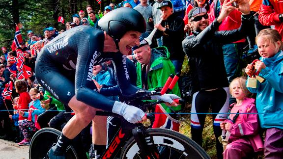 Hamish Bond has switched from being one of the world's best rowers in a bid to transfer that dominance to cycling.