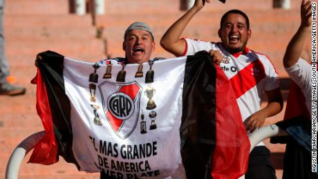 MENDOZA, ARGENTINA - MARCH 14: Fans of River Plate cheer for their team before the Supercopa Argentina 2018 between River Plate and boca Juniors at Estadio Malvinas Argentinas on March 14, 2018 in Mendoza, Argentina. (Photo by Agustin Marcarian/Getty Images)