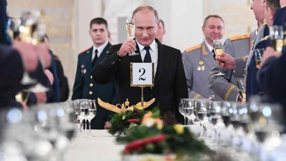 Russian President Vladimir Putin toasts with attendees after a ceremony to bestow state awards on military personnel who fought in Syria, at the Kremlin in Moscow on December 28, 2017. / AFP PHOTO / POOL / Kirill KUDRYAVTSEV        (Photo credit should read KIRILL KUDRYAVTSEV/AFP/Getty Images)