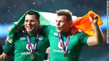 LONDON, ENGLAND - MARCH 17: CJ Stander of Ireland (L) and Jordi Murphy of Ireland (R) celebrate victory after the NatWest Six Nations match between England and Ireland at Twickenham Stadium on March 17, 2018 in London, England.  (Photo by Clive Rose/Getty Images)