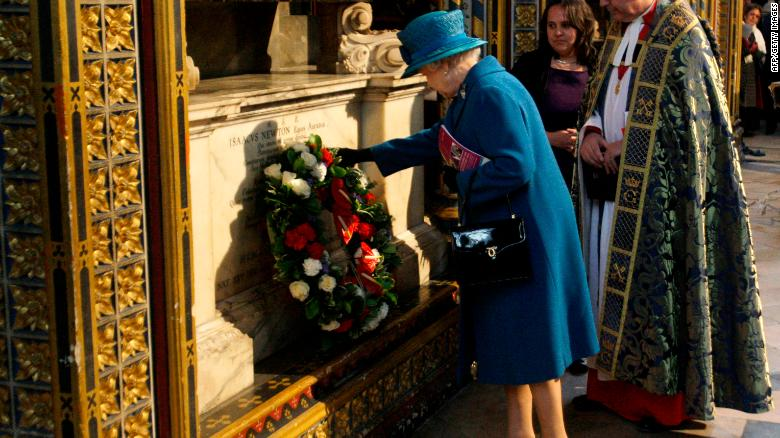 Queen Elizabeth II lays a wreath on the tomb of Sir Isaac Newton in London, on March 8, 2010.