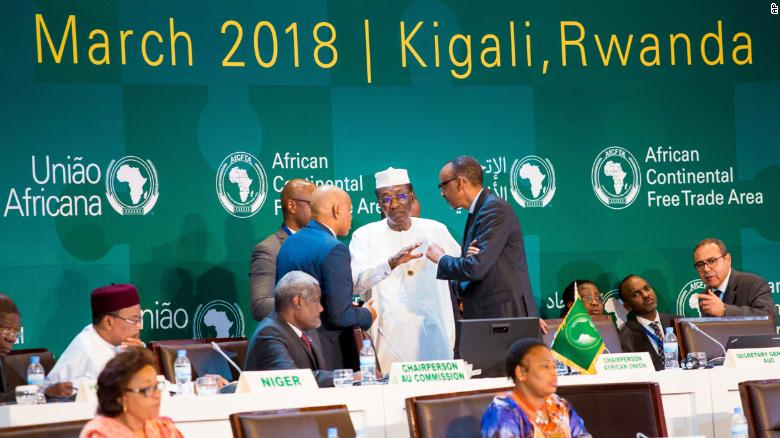 President Paul Kagame consults with Chadian President Idriss Deby.