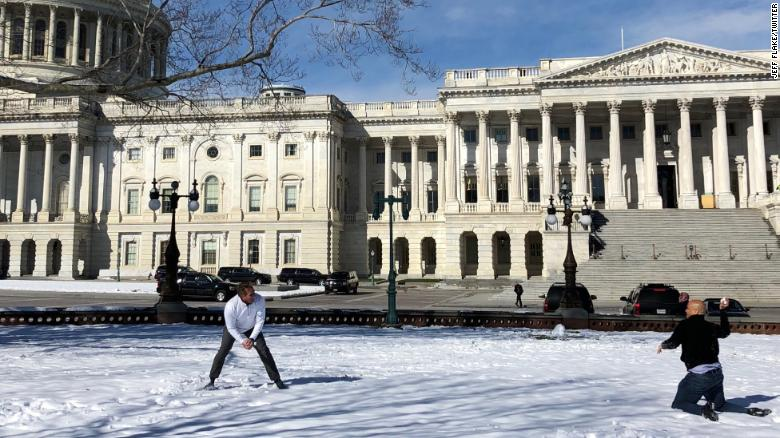Flake, Booker face off in snowball duel