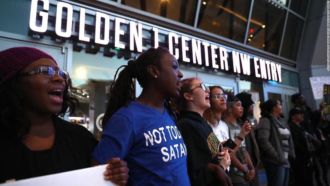 Protests block NBA arena over police shooting
