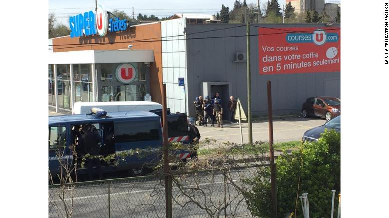 The hostage situation is unfolding at a Super U in Trebes.