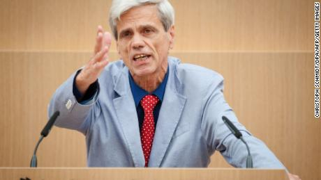 "AfD politician Wolfgang Gedeon has criticized the ""stumbling stone"" project."