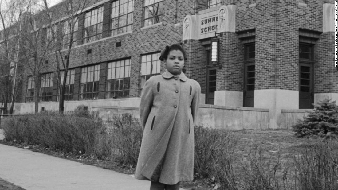 "<a href=""https://www.cnn.com/2018/03/26/us/linda-brown-dies/index.html"" target=""_blank"">Linda Brown</a>, who as a little girl was at the center of the Brown v. Board of Education US Supreme Court case that ended segregation in schools, has died, a funeral home spokesman said. She was 75."