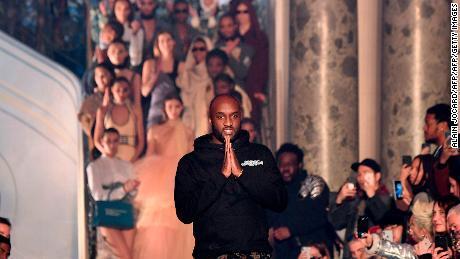 Us fashion designer Virgil Abloh for Off-White acknowledges the audience at the end of the Off-White's 2018/2019 fall/winter collection fashion show on March 1, 2018 in Paris. / AFP PHOTO / ALAIN JOCARD  (Photo credit should read ALAIN JOCARD/AFP/Getty Images)