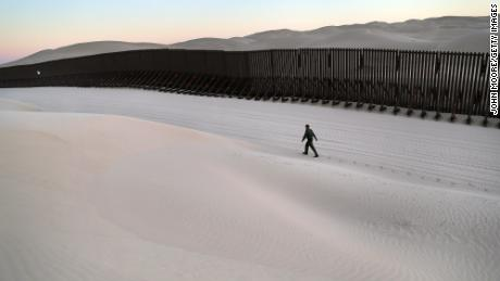 Trump orders National Guard troops to the US-Mexico border