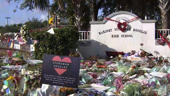 Parkland Stoneman Douglas memorial items removal