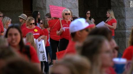 Arizona teachers vote for statewide walkout