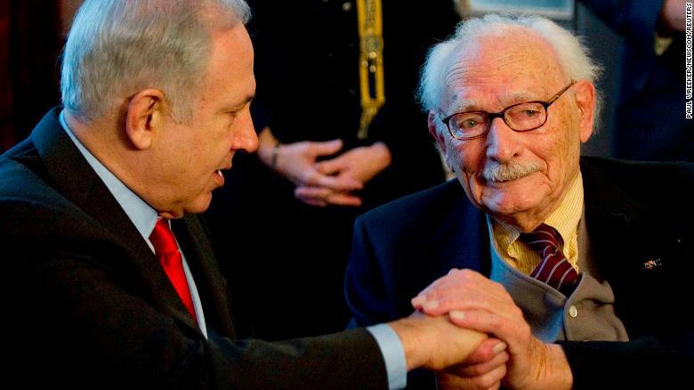 Israeli Prime Minister Benjamin Netanyahu honored Johan van Hulst (R) in 2012.