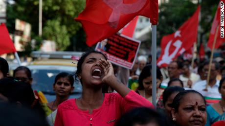 10 killed as widespread Indian caste protests turn violent