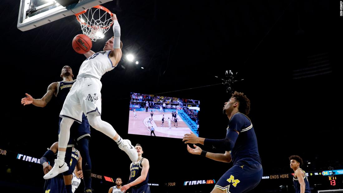 DiVincenzo dunks the ball for two of his 18 first-half points.
