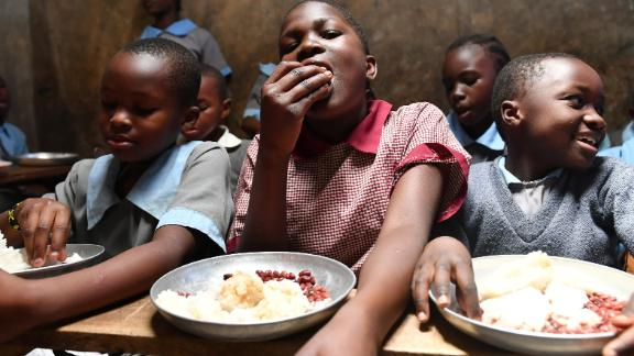 Students enjoy lunch, including rice and beans, at Hanka Primary School in Nairobi, Kenya. The lunch was provided by the Chinese public welfare project Free Lunch for Children. About 1,100 students at five primary schools in the area benefit from the program.