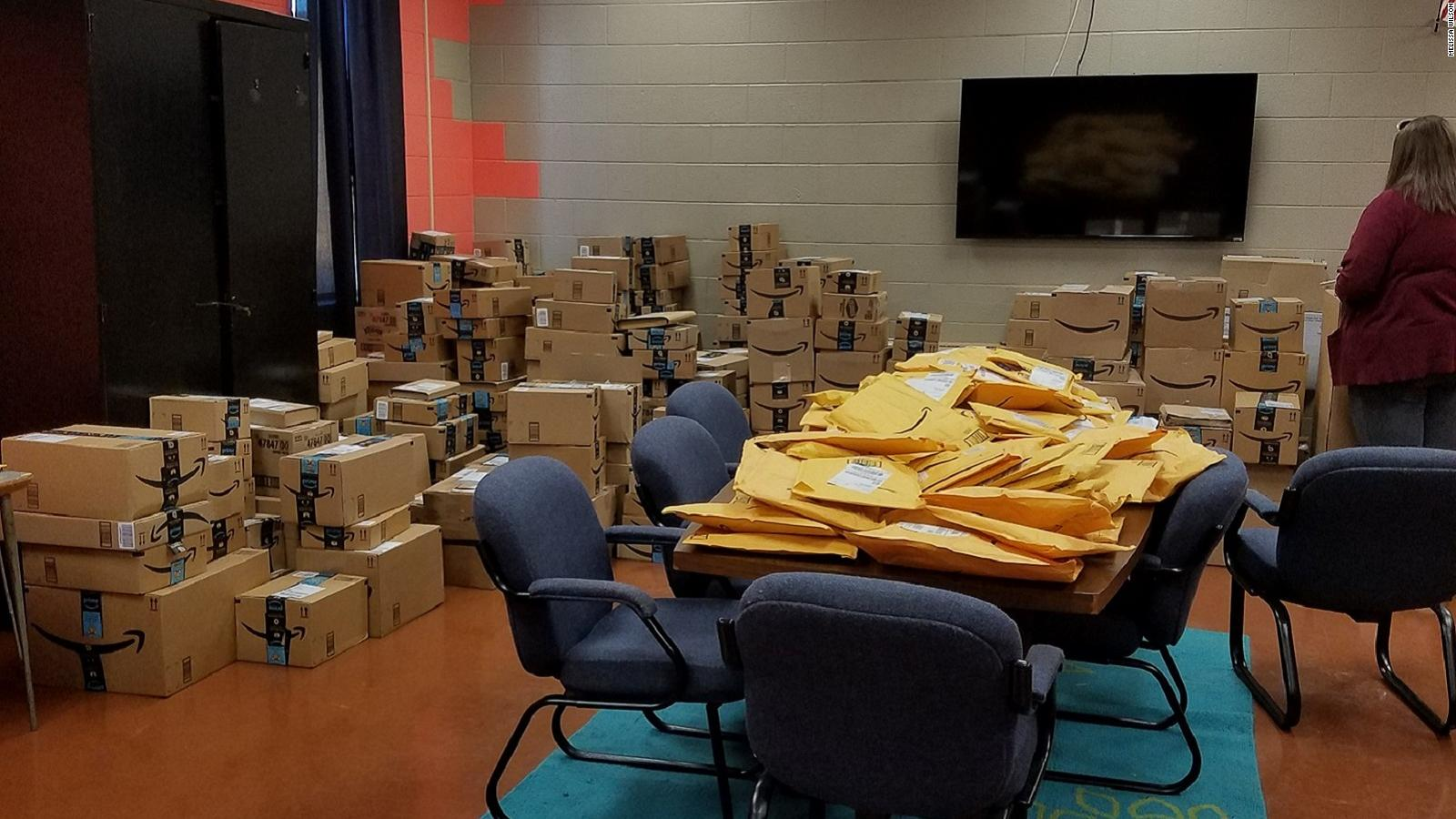 Oklahoma Teacher Is Swamped With Donations After Posting Pictures Of Her Battered Clroom Equipment Cnn