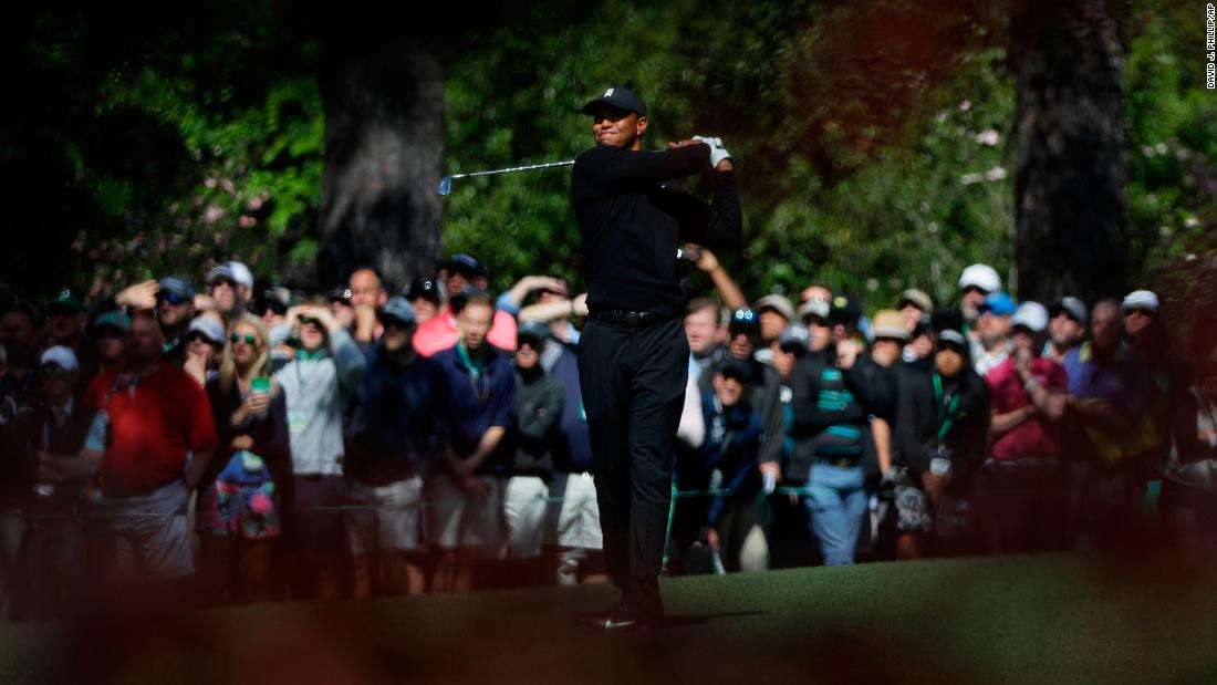 Tiger Woods finished his first round 1 over par.