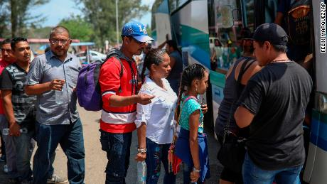 "Central American migrants traveling with the annual ""Stations of the Cross"" caravan board a bus that will take them to Mexico City, at the sports club where they had been camping out in Matias Romero, Oaxaca State, Mexico, Thursday, April 5, 2018. Migrants in the caravan that drew criticism from U.S. President Donald Trump began packing up their meager possessions and boarding buses to the Mexican capital and the nearby city of Puebla. (AP Photo/Felix Marquez)"