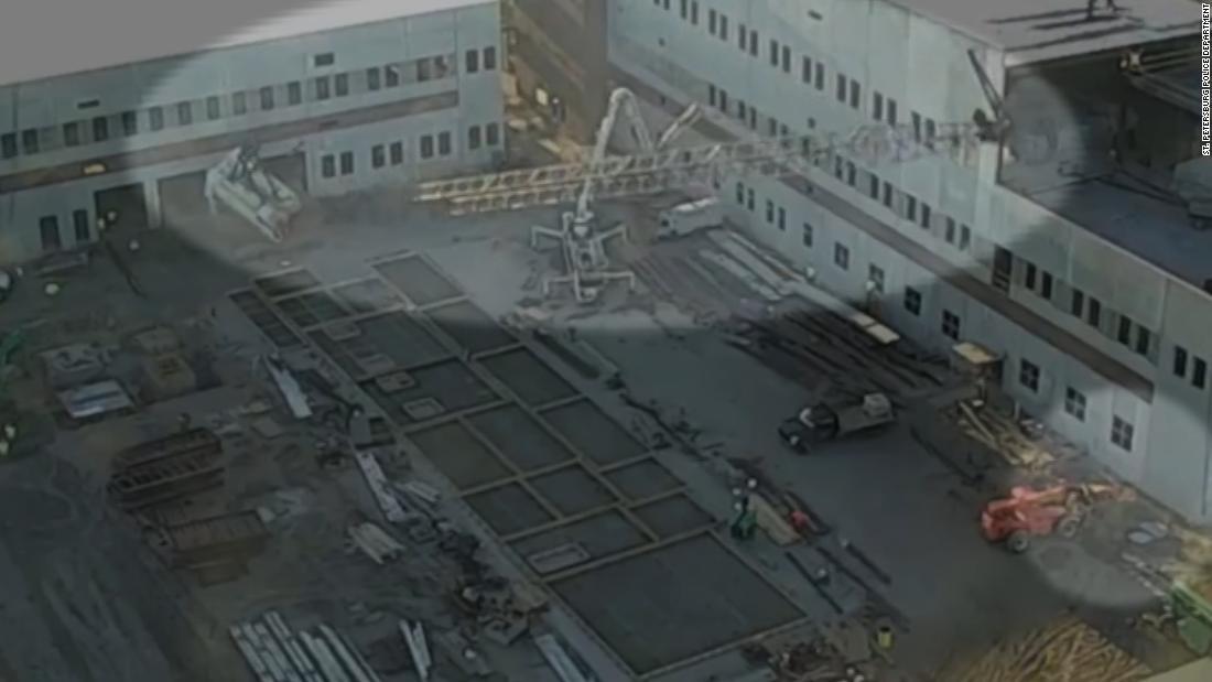 Watch a construction crane collapse in Florida - CNN Video