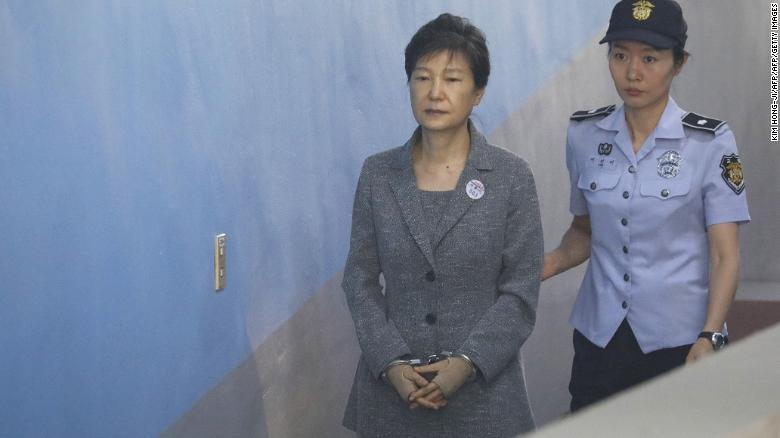 Impeached South Korean President Park Geun-hye arrives in court for a hearing in August 2017.
