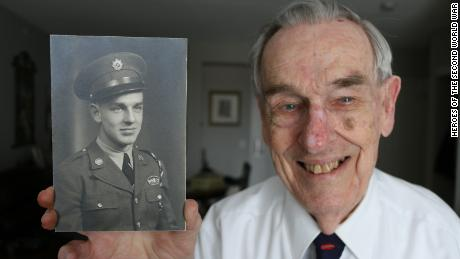 Jack Callowhill, 95, served in an elite joint American-Canadian commando unit and fought in the mountains of Italy.