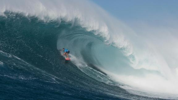 """Hawaiian surfer Billy Kemper surfs a big wave at Jaws, off the coast of the Maui Island in Hawai to win the Peahi Challenge 2016, on November 11, 2016. Kemper won the challenge for the second consecutive year.  Also known as """"Jaws,"""" Pe"""