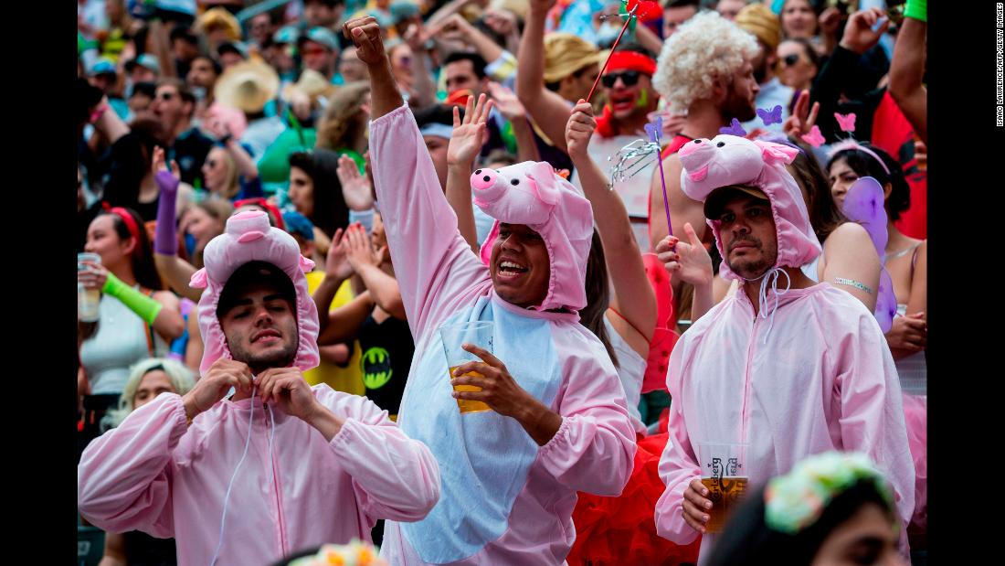 "With the 40,000 seater stadium a vibrant mix of color and noise, Hong Kong's atmosphere has set a precedent for other World Series tournaments, most notably <a href=""http://cnn.com/2016/05/20/sport/london-sevens-fancy-dress-rugby/"">London</a> and <a href=""http://cnn.com/2017/03/02/sport/gallery/las-vegas-sevens-rugby-fans/"">Las Vegas</a>."