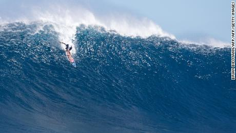 Bill Kemper from Hawaii, rides a big wave at Jaws (Pe'ahi), off the coast of the Maui Island in Hawaii on the final day of the Pe'ahi Challenge 2017, on October 28, 2017.  Second-time defending champion, Billy Kemper took second place. / AFP PHOTO / Brian Bielmann        (Photo credit should read BRIAN BIELMANN/AFP/Getty Images)