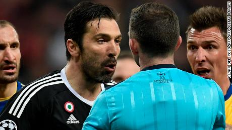 Buffon confronts referee Michael Oliver.